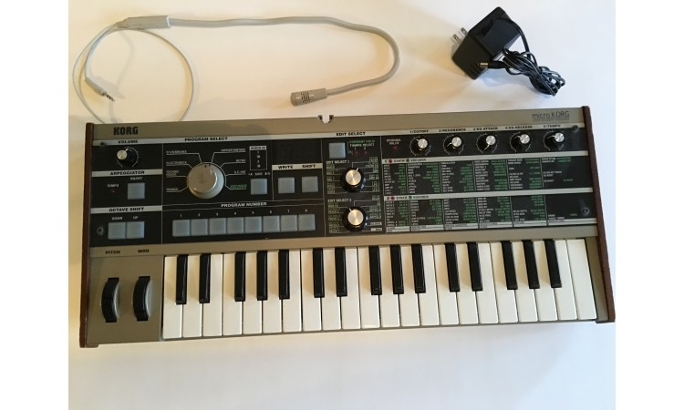Korg microKorg synthesizer with vocoder (Used) great condition